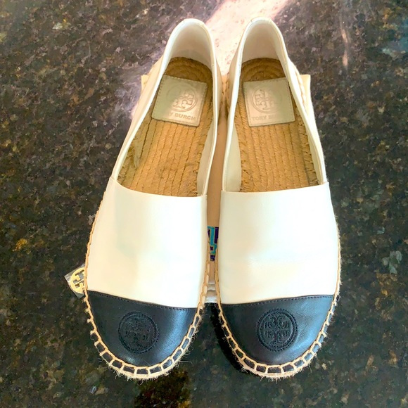 Tory Burch Size 7 black and white shoes